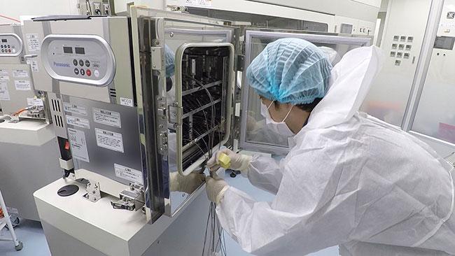 温度測定のための治具を設置し、C02インキュベータにセットしています